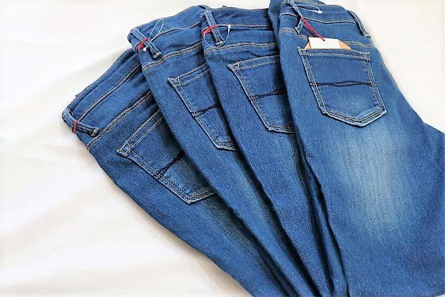 パンツから穿いたらすんなりキマる。