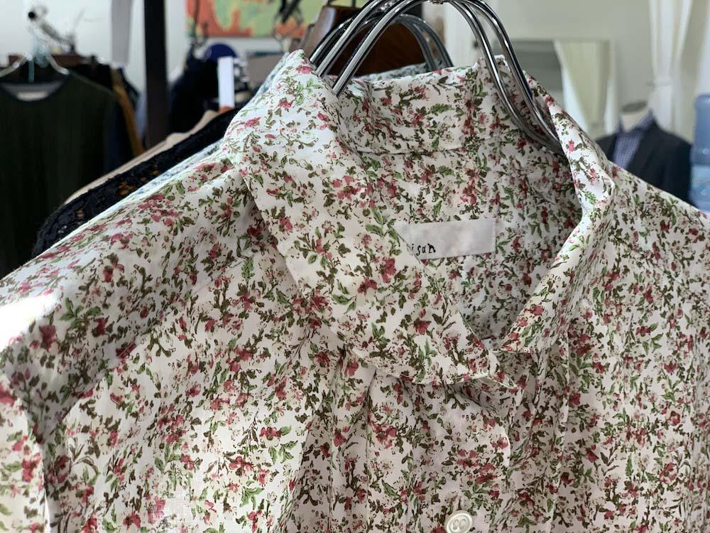 ロングセラーの花柄シャツ